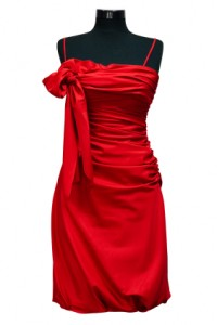 rotes seidenkleid