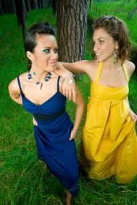Blaues und gelbes Abschlussballkleid